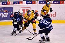 Hokejisté Škody Plzeň po výhře v Litvínově 5:2 postoupili do semifinále letního Generali Česká Cupu. Na snímku jsou (zleva) útočníci Petr Kodýtek a Jan Eberle.