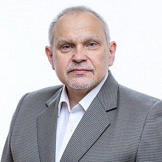 Miloš Nový (SPOLU/TOP 09), na kandidátní listině č. 7 - 49let - ekonom, vysokoškolský pedagog, emeritní děkan FEK ZČU