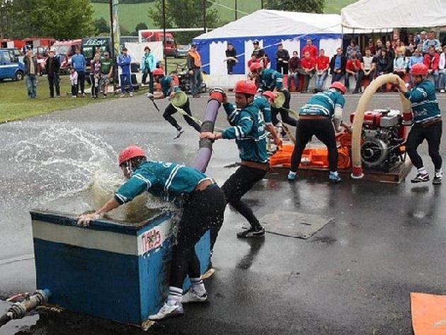 Hasičským závodům v Seči pravidelně přihlíží několik stovek návštěvníků. Starosta obce mluví o organizačních schopnostech místního sboru jen v superlativech