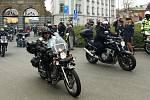 Od brány Plzeňského Prazdroje vyrazili motorkáři na tradiční prvomájovou vyjížďku.