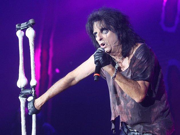 Více než dva tisíce fanoušků navštívily v pátek 20. listopadu 2009 v plzeňské ČEZ Areně koncert Alice Coopera.