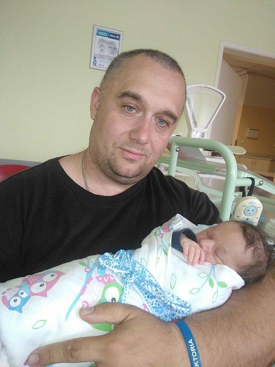 Matyáš Vacata se narodil 8. července 2021 v 11:46 hodin mamince Sandře a tatínkovi Bedřichovi z Plzně. Po příchodu na svět v porodnici Mulačovy nemocnice vážil jejich syn 3000 gramů.