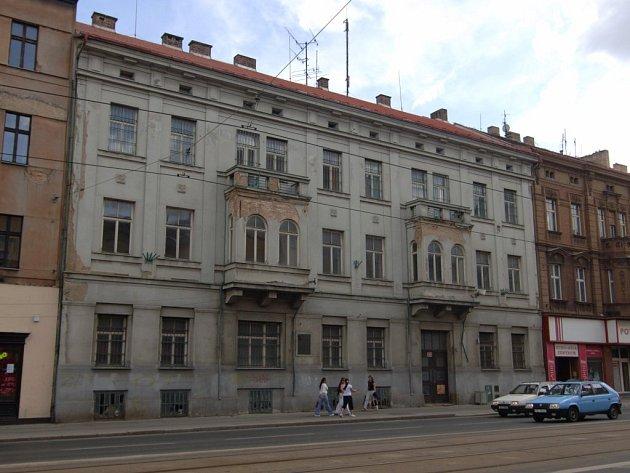 Objekt na Klatovské 19 s Loosovými interiéry