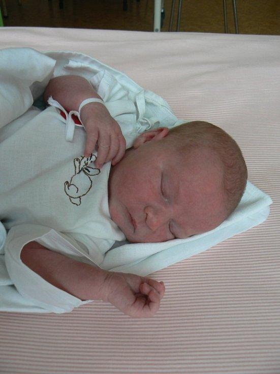 Nicole Kůsová (3,50 kg, 51 cm) je prvorozená dcera Veroniky Kůsové a Bohumila Loukoty zPlzně. Holčička přišla na svět 10. března v 18:20 hod. vMulačově nemocnici