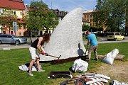 Socha pojmenovaná Sharkfin na sochařském festivalu Sculpture Line