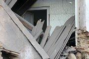 V noci došlo k samovolnému zřícení neobydleného domu v Plzni.