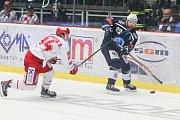 Semifinále play off hokejové extraligy - 5. zápas: HC Oceláři Třinec - HC Škoda Plzeň, 11. dubna 2019 v Třinci. Na snímku (zleva) Ondřej Kovařčík, Ondřej Kratěna.