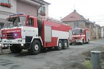 Ve čtvrtek zasahovali v Jiráskově ulici hasiči. Voda z přívalového deště  lidem zatopila sklepy