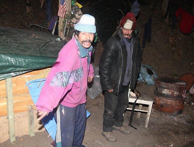 Strážníci se v úterý v noci vydali do plzeňských ulic. Nabízeli bezdomovcům pomoci v současných třeskutých mrazech