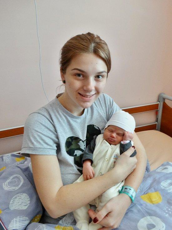 Nora Mikešová se narodila 10. května ve 22:53 mamince Markétě a tatínkovi Janovi zPlzně. Po příchodu na svět vplzeňské FN vážila jejich prvorozená dcerka 3560 gramů a měřila 50 centimetrů.