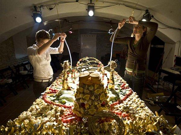 Zlaté prase. Štěpánka Bláhovcová a Barbora Motlová tvoří výtvarný raut na  vánoční téma