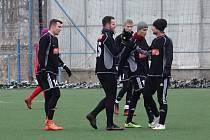 Fotbalisté TJ Přeštice se radují z gólu, který vstřelil do sítě Slavie Vejprnice.
