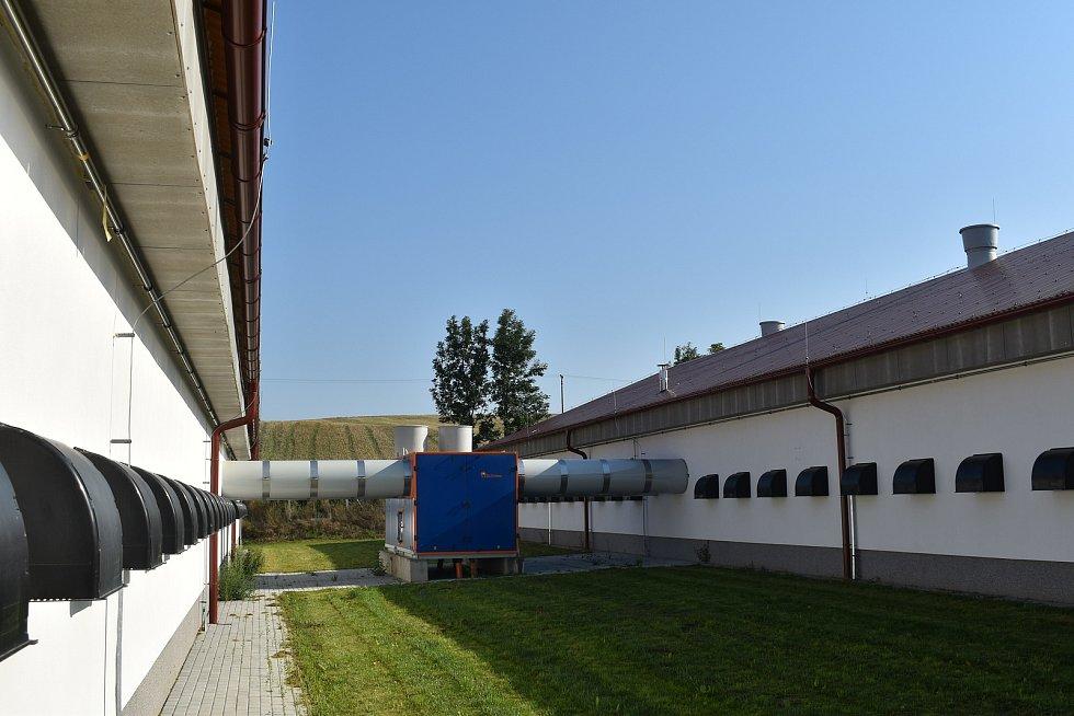 Haly pro odchov kuřat na Klatovsku. Podobné chce Lubská zemědělská a.s. vystavět v Chocenickém Újezdu.