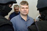 Jiří Kajínek si odpykává doživotí ve vězení za dvojnásobnou vraždu v Plzni na Borech.