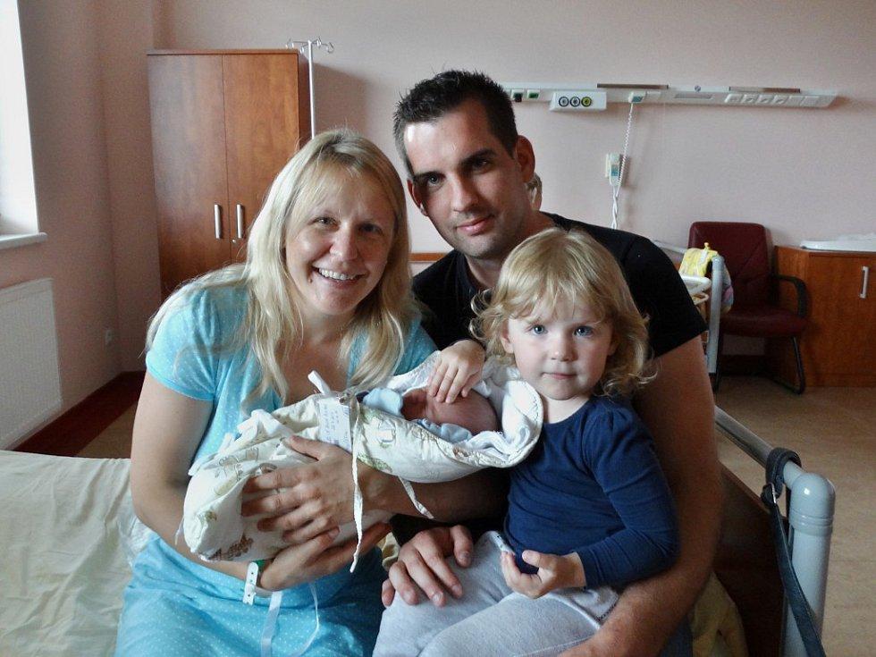 David Boubel se narodil 26. července ve 4:14 mamince Miroslavě a tatínkovi Lukášovi zPlzně. Po příchodu na svět ve FN vážil bráška dvouleté Nelinky 3400 gramů a měřil 50 cm.