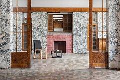 Studentka navrhla nábytek pro Loosův interiér.