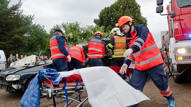 Zasahovali hasiči, záchranka i policie. Ilustrační foto.