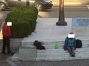 42letého Slováka zachytila kamera při močení na památník Díky, Ameriko!