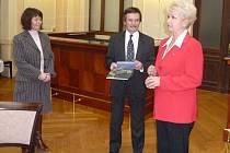 Křtu knihy se zúčastnila i hejtmanka Milada Emmerová