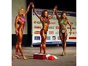 Medailistky v bodyfitness juniorek do 163 cm – zleva stříbrná Jelena Gooková (Rusko), vítězka Agata Radziwoniuková (Polsko) a bronzová Olga Pužinová (Rusko)