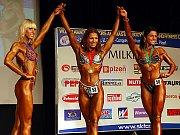 Medailistky z kategorie bodyfitness juniorek nad 163 cm. Zleva stříbrná Julia Ušakovová (Rusko), Eva Sváčková a bronzová Jekaterina Altuchovová