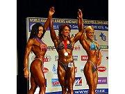 Medailistky kategorie bodyfitness masters. Zleva stříbrná Carina Isakssonová ze Švédska, vítězka Nelly Ciškevičová z Ruska a třetí Švýcarka Dagmar Simmenová