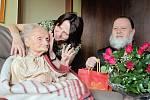 Marie Behenská při oslavě 110. narozenin.