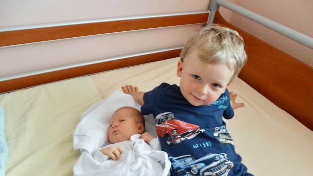 Monika Volfová se narodila 24. května ve 12:23 mamince Janě a tatínkovi Miroslavovi zNepomuku. Po příchodu na svět vplzeňské FN vážila sestřička Tomáška 3880 gramů a měřila 51 centimetrů.