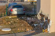 Osobní auto v Losiné vyjelo ze silnice a nabouralo do rodinného domu