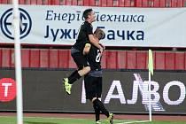 Fotbalisté FC Viktoria Plzeň se radují ze vstřelené branky