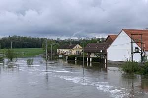 Vylitá řeka Úslava v Koterově.