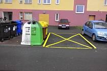 Žluté čáry si obchodník na silnici nakreslil sám