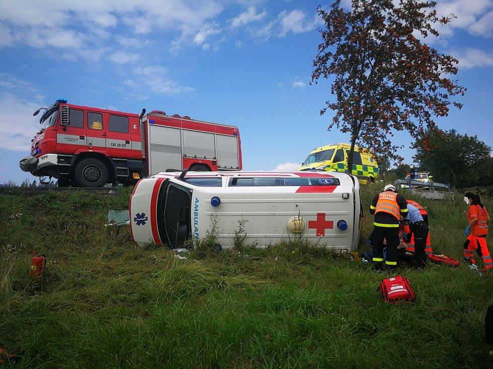Závodník a moderátor Pepa Sršeň zachránil řidiče a pacienta při nehodě sanitky