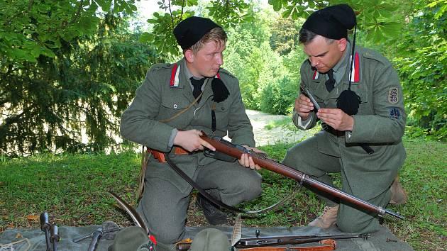 Den legií na zámku v Blovicích. Návštěvníci si mohli prohlédnout výstavy a vybavení československých legionářů z Ruska, Francie i Itálie z období první světové války.