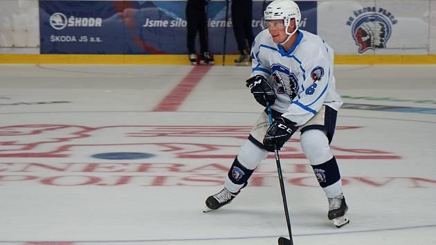 Při nástupu na led se do přípravy hokejové Škody připojil také útočník Tomáš Mertl.