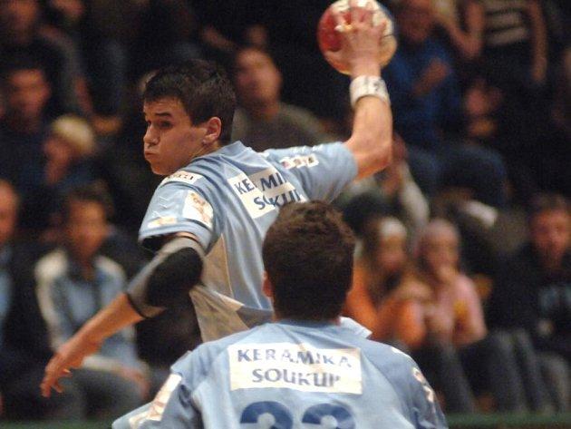 Házenkář plzeňské Lokomotivy Roman Bečvář se v pondělí vrátil z Rumunska, kde probíhalo mistrovství Evropy juniorů. S českým reprezentačním výběrem obsadil osmé místo