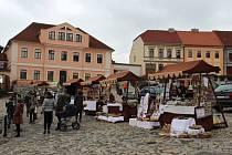 Trhy na náměstí nabídly i soutěž regionálních produktů.