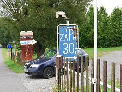 Parkoviště pod zámkem Kozel