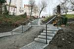 Výstavba nového schodiště mezi Slovanskou třídou a kostelem U Ježíška v Plzni