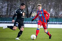 Stejní soupeři se střetli začátkem ledna v přípravném zápase, který viktoriáni vyhráli 5:2. Dva góly vstřelil Pavel Šulc (na snímku vpravo).