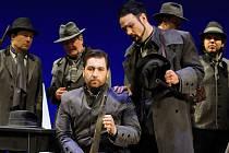 Richard Samek (v popředí vlevo) jako myslivec Max a David Nykl v roli Kašpara při zkouškách opery Čarostřelec v Novém divadle.