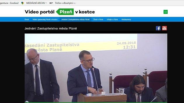 Miliardář Daniel Křetínský přijel do Plzně přesvědčit zastupitele o fúzi městské teplárny s jeho podnikem