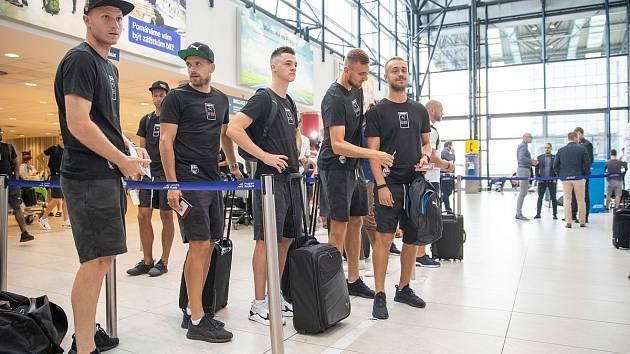 Fotbalisté Viktorie Plzeň před odletem z letiště Václava Havla