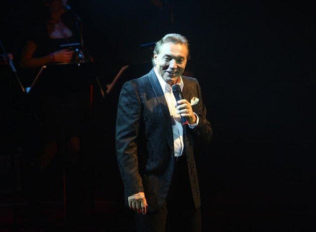 Koncert Karla Gotta v hale Lokomotivy v Plzni.