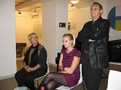 Jindřiška, Kamila a Pavel Kikinčukovi mají za sebou angažmá v plzeňském Divadle J. K. Tyla, dnes však již působí jinde. Společně bývají k vidění na jevišti plzeňského Divadla Pluto a setkat se s nimi můžete ve čtvrtek v Masných krámech