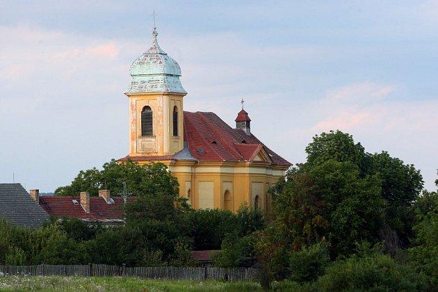 Kostel sv. Martina ve Chválenicích navrhl známý architekt Kilián Ignác Dientzenhofer a byl vybudován vletech 1747-1752.