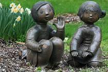 Daniel Jahn loni objevil keramické sochy od umělce Jaroslava Pleskala a  Savvase Vojatzogla. Dvě z nich nyní stojí v Luftově zahradě