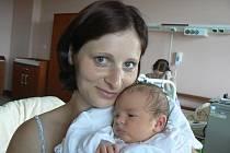Tříletý Toník je moc rád, protože 13. 7. v 10.21 hod. se ve FN v Plzni narodil jeho bráška Šimon (4,31 kg, 50 cm). Radost mají také rodiče Helena a Karel Bláhovi z Blovic