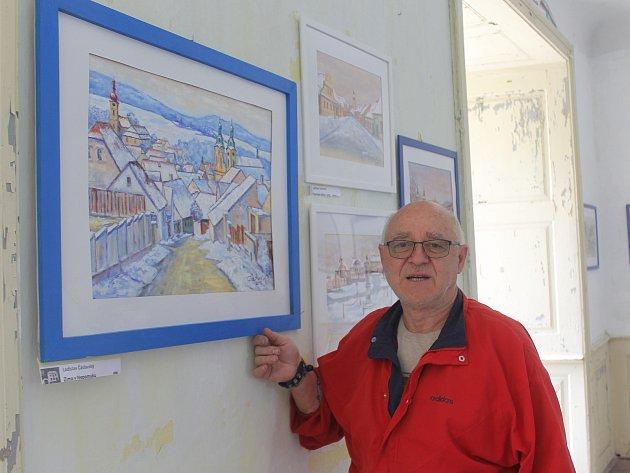 O víkendu se mimořádně otevřel zámek Zelená Hora. Návštěvníci si uvnitř mohou prohlédnout výstavu amatérských umělců. Na snímku je Ladislav Čáslavský.