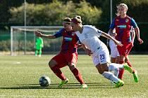NA ELITNÍHO SOKA nestačily. Fotbalistky Plzně (v červeném) se střetly v Luční se silnou Spartou, která zvítězila na západě Čech 5:0.
